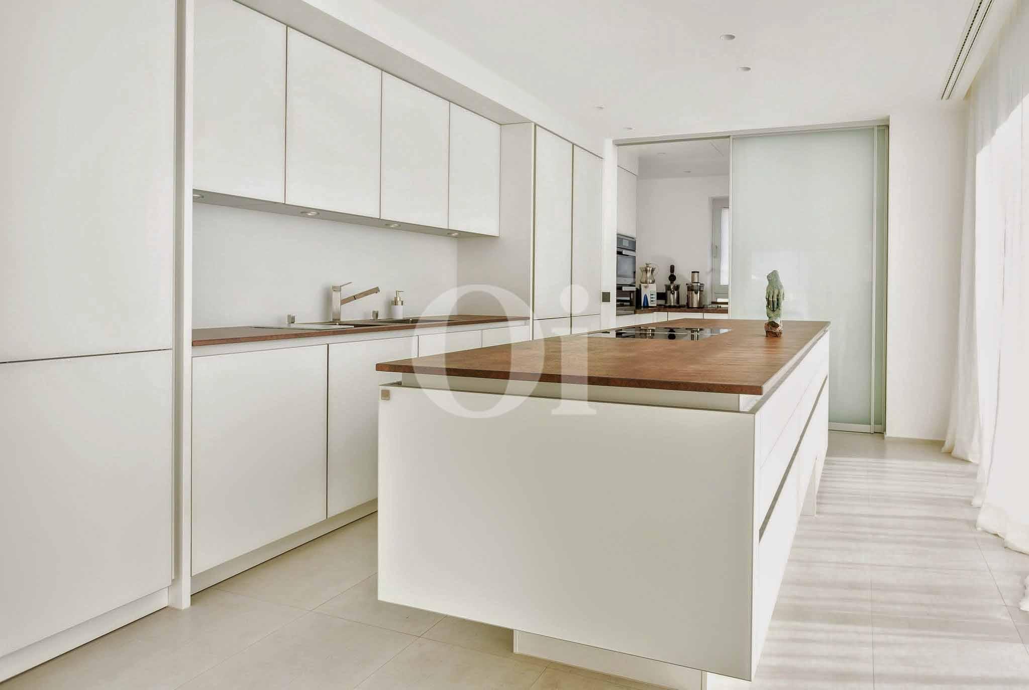 Extraordinary dream like villa for sale in cala conta for Cama lujosa