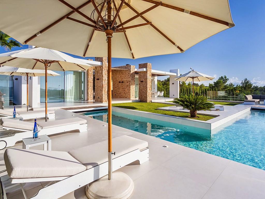 Sensacional casa en venta con terraza y piscina propia en espectacular casa en venta situada en Ibiza