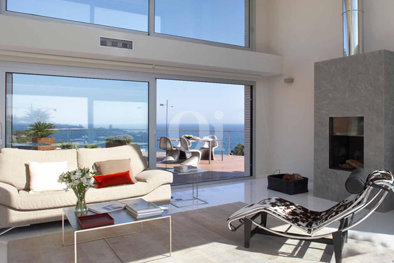Magnifico comedor con vistas exteriores en lujosa casa en venta ubicada en Tarragona
