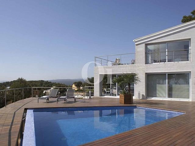 Exclusiva piscina con vistas espectaculares en lujosa casa en venta en Costa Dorada, Tarragona