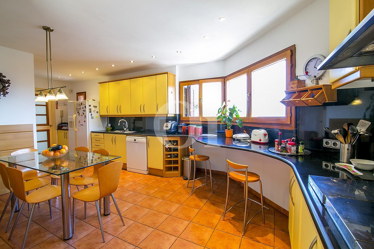 Magnifica cocina equipada e independiente en lujosa casa en venta en Teià