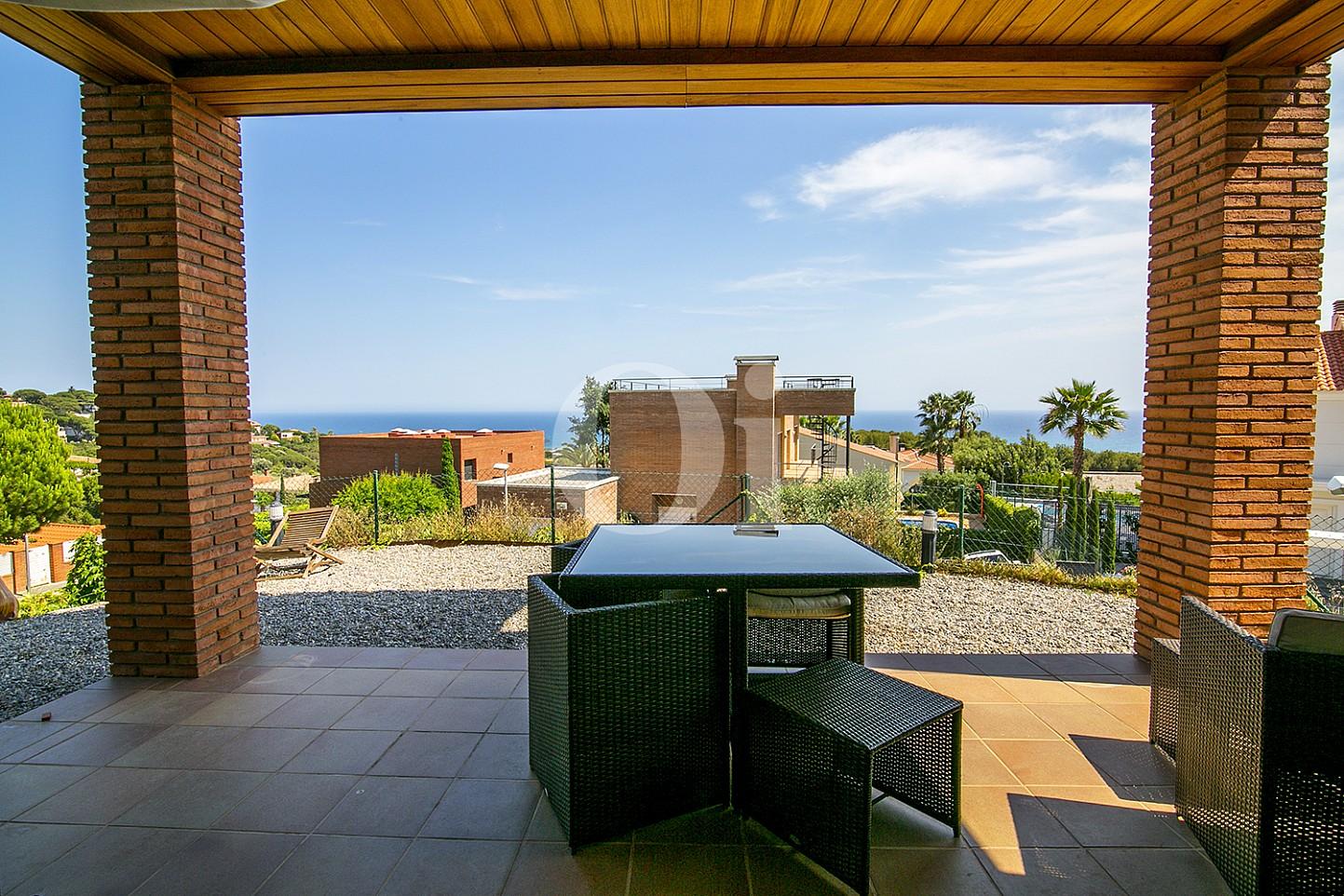 Sensacional terraza exterior con exclusivas vistas en lujosa casa en venta en Teià
