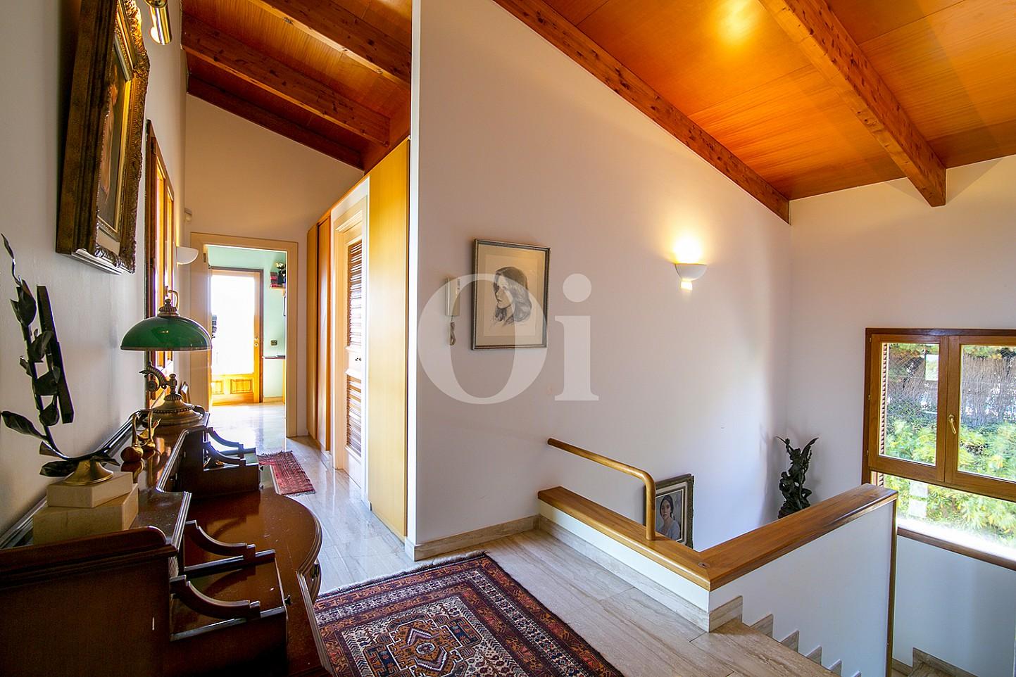 Luminoso recibidor de grandes dimensiones en casa en venta en Teià
