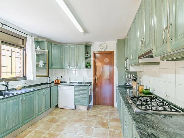 Кухня дома на продажу в Vallvidrera, Барселона