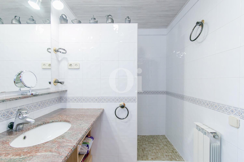 Ванная комната дома на продажу в Vallvidrera, Барселона