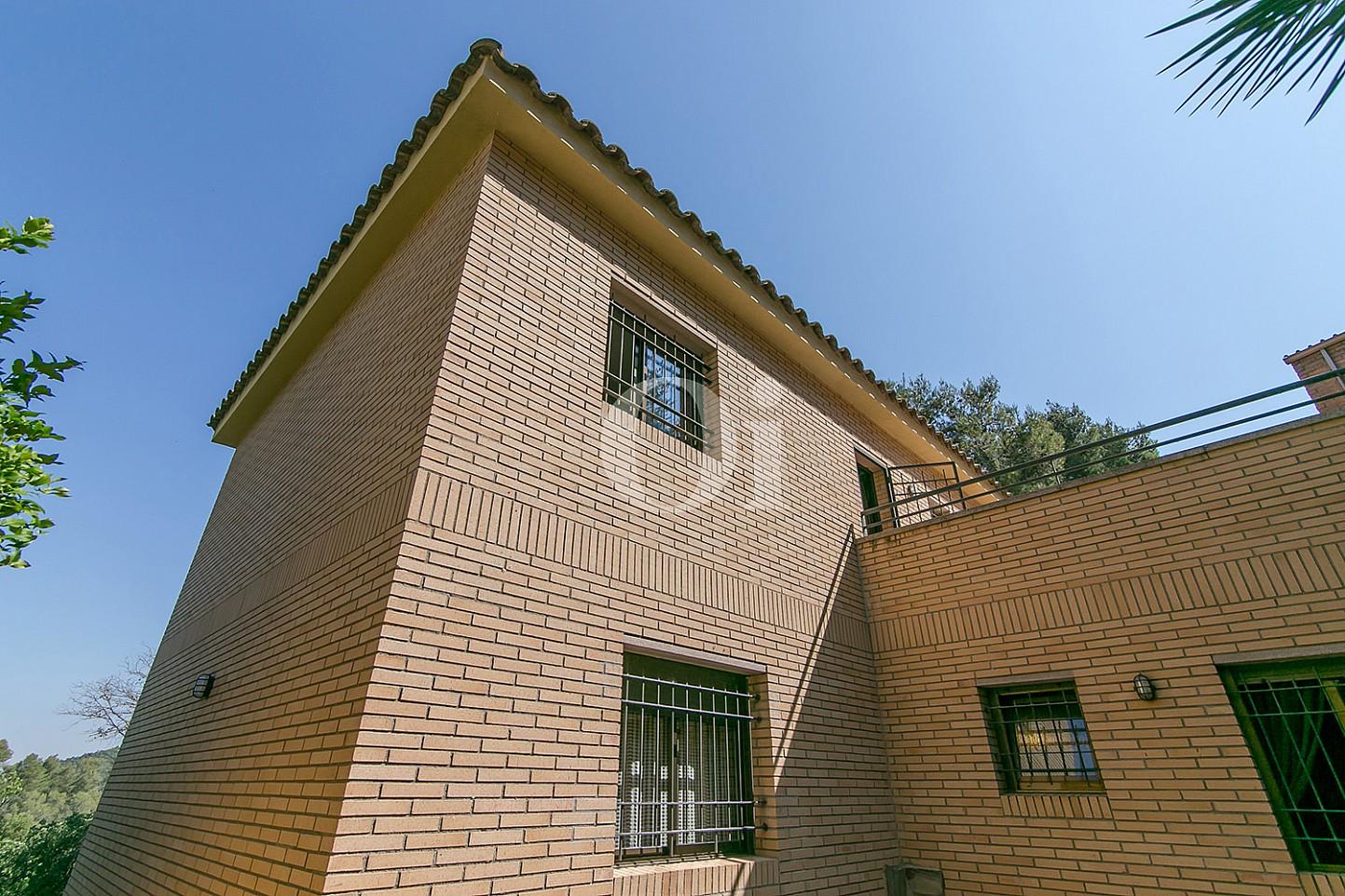 Fachada de casa en venta en la más pura naturaleza de Vallvidrera