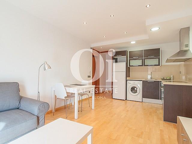 Столовая и кухня в студии в аренду в Raval, Барселона