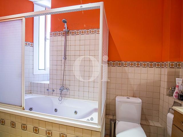 Ванная комната в квартире на продажу в Готическом Квартале Барселоны