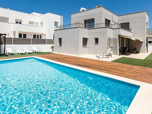Роскошный бассейн у дома в аренду в Jesús, Ибица