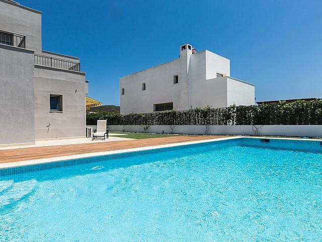 Exclusiva piscina propia en magnífica casa en alquiler ubicada en Ibiza
