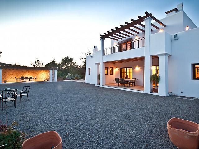 Потрясающий фасад дома в аренду в Puig d'en Valls, Ибица
