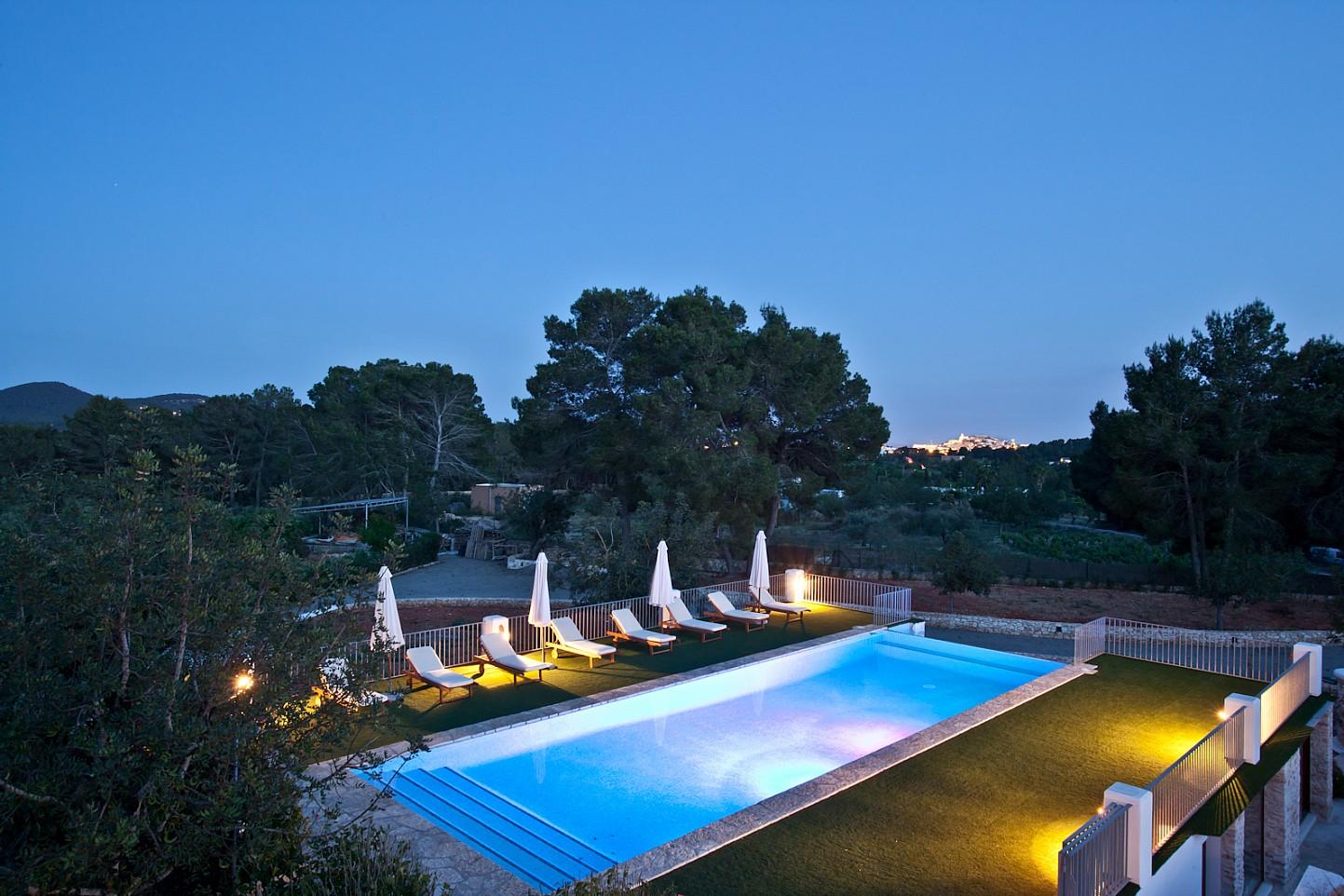 Шикарный бассейн дома в аренду в Puig d'en Valls, Ибица