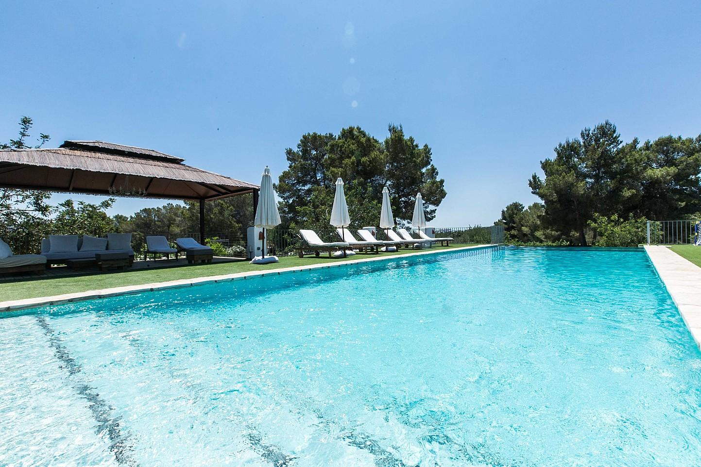 Сказочный бассейн дома в аренду в Puig d'en Valls, Ибица