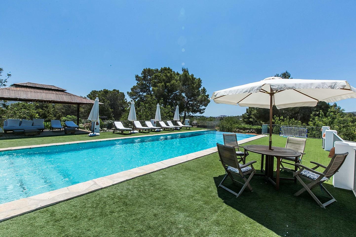Alquiler vacacional de magn fica propiedad en puig d 39 en for Alquiler vacacional de casas con piscina en sevilla