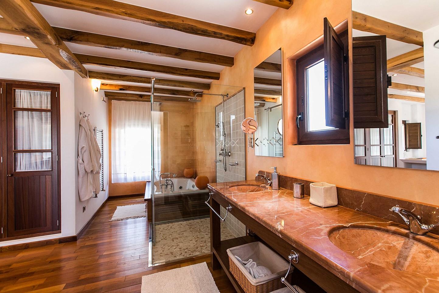 Отличная ванная комната дома в аренду в Puig d'en Valls, Ибица