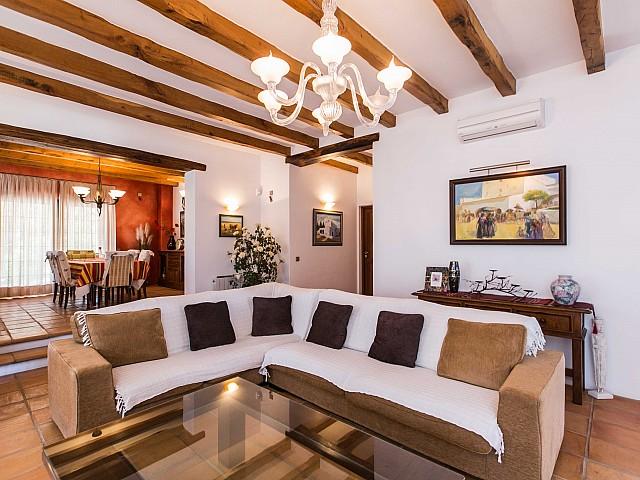 Шикарная гостиная дома в аренду в Puig d'en Valls, Ибица