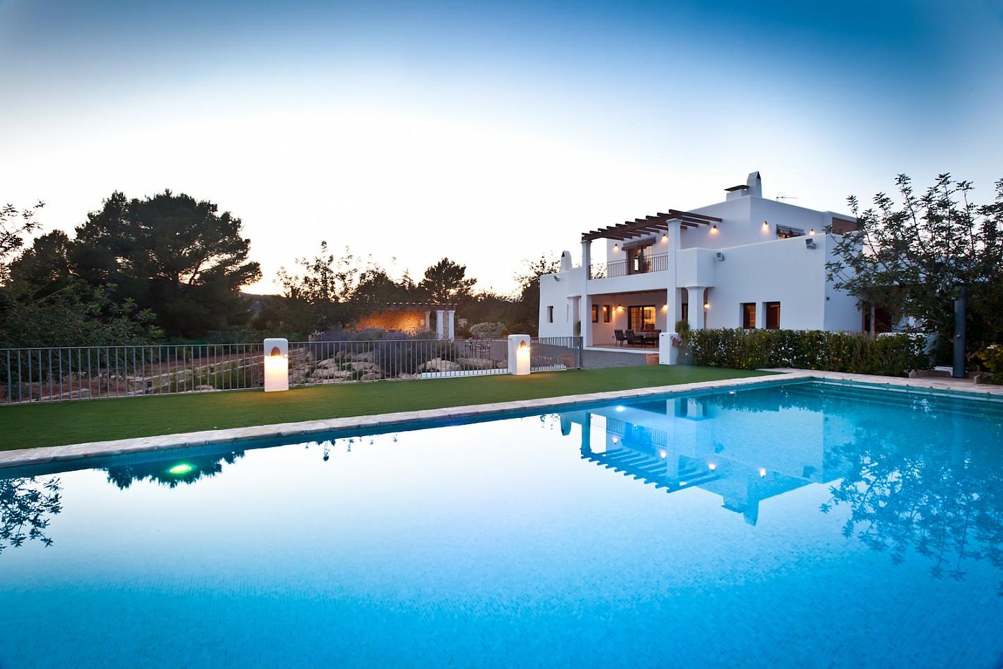 Vistas de sensacional estancia en alquiler ubicada en Ibiza