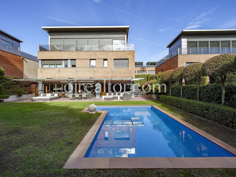 Эксклюзивный дом с бассейном в Саррии