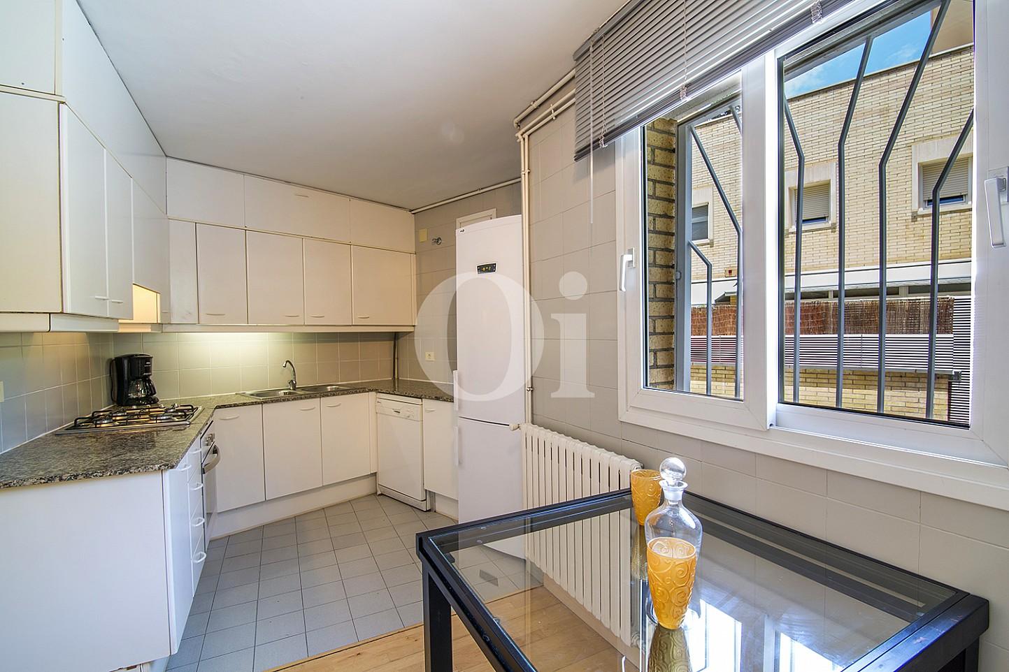 Sensacional cocina equipada e independiente en fabulosa casa en venta situada en Vila Olimpica, Barcelona