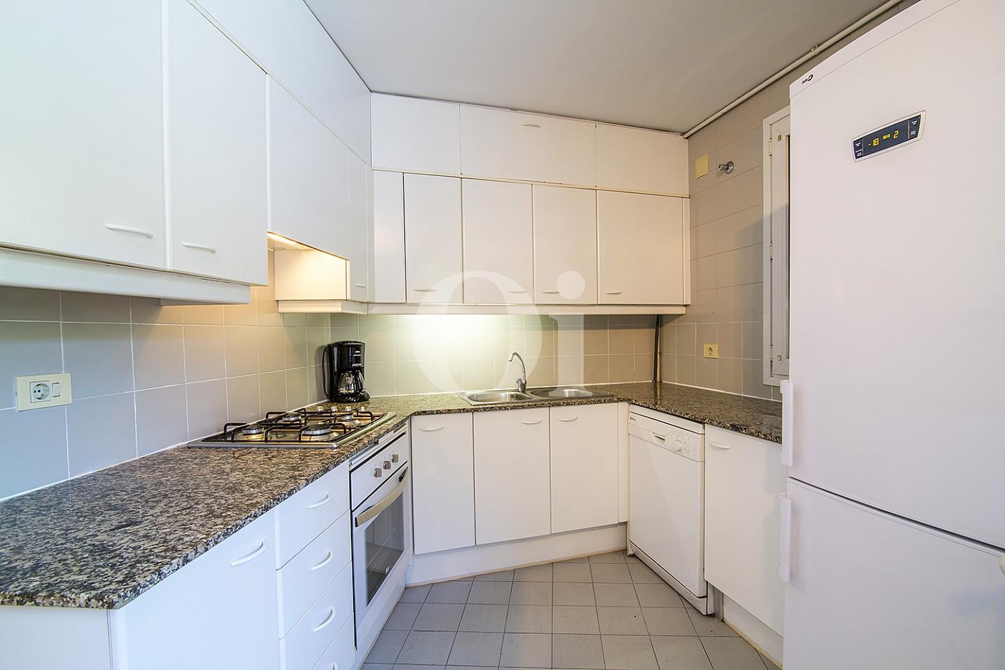 Уютная кухня в доме на продажу в Vila Olímpica, Барселона
