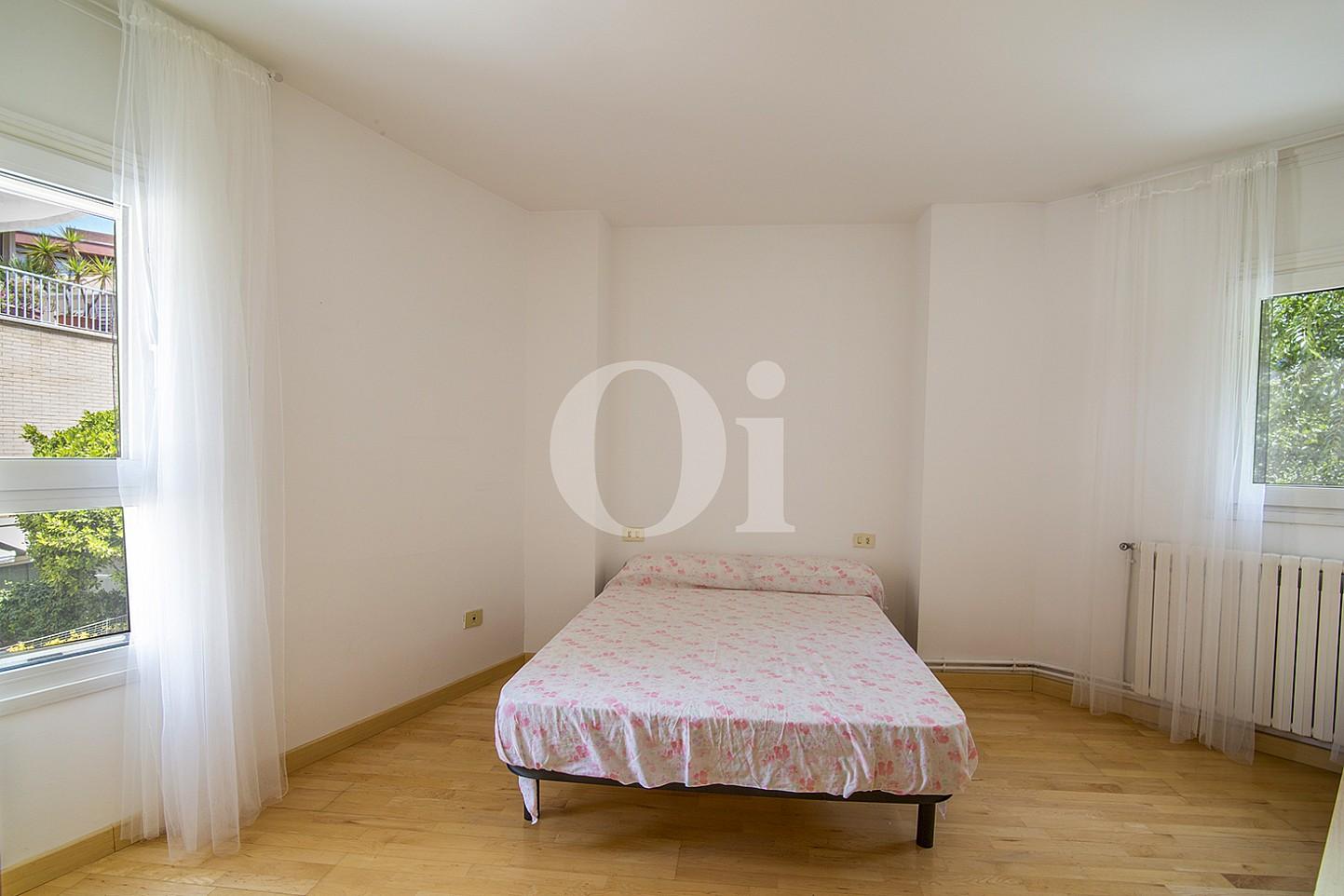 Очаровательная спальня в доме на продажу в Vila Olímpica, Барселона