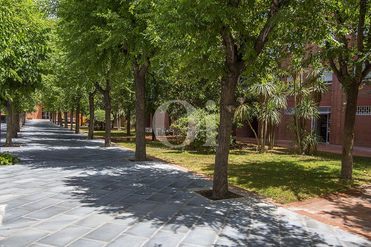 Парковая зона у дома на продажу в Vila Olímpica, Барселона