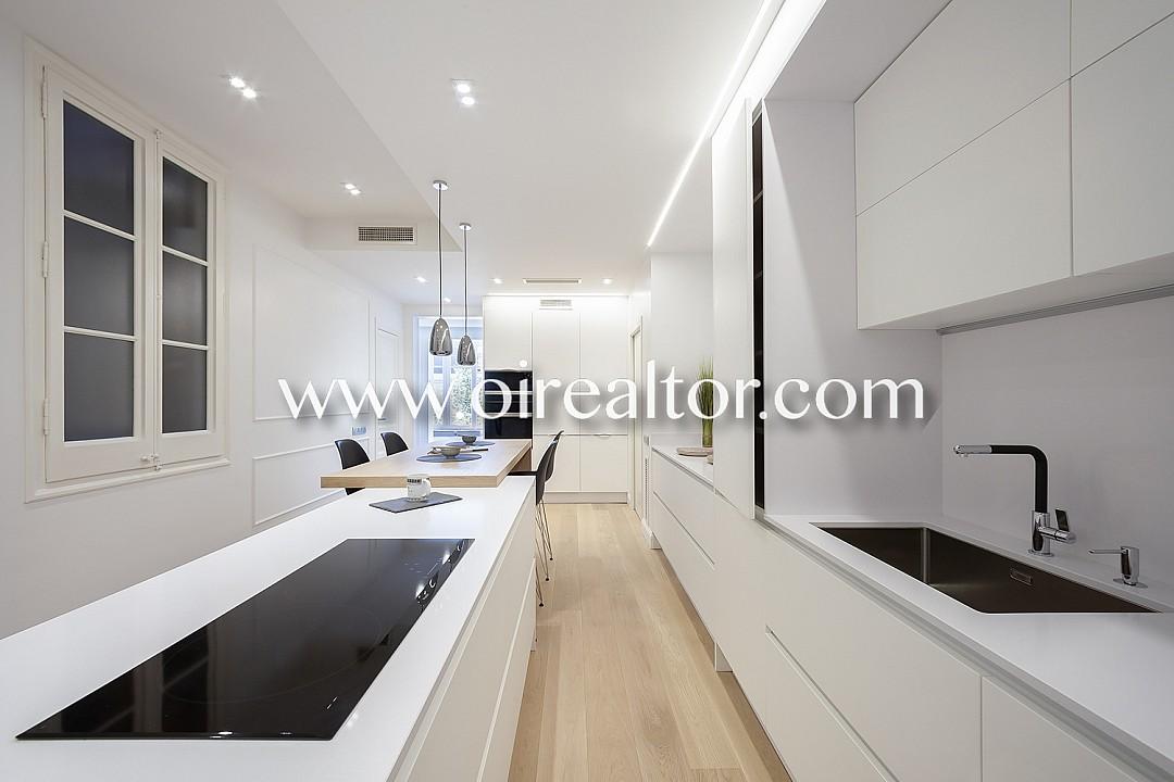 Продается квартира в La Dreta de l'Eixample, Барселона