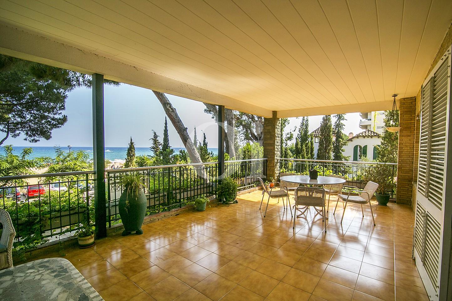 vistes de gran terrassa exterior amb sensacionals vistes a la natura a Caldes d'Estrac