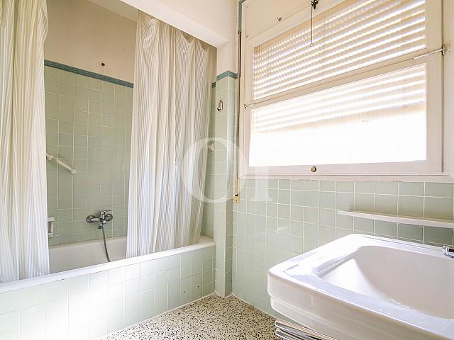 views bathroom with toilet and bathtub floor for sale located in Caldetas