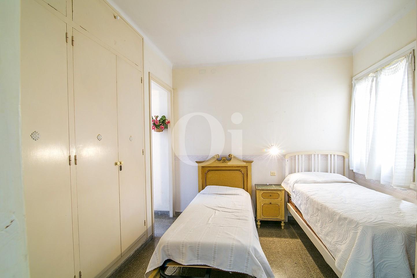Voir la lumière chambre double avec lit et extérieurs doubles vues dans Appartement à vendre situés dans Caldetas