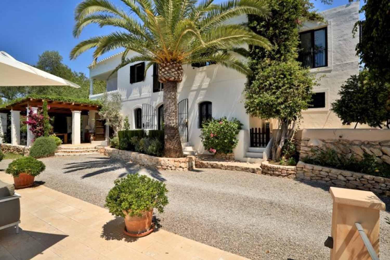 Окрестности прекрасной виллы на продажу в районе Santa Getrudis, Ibiza