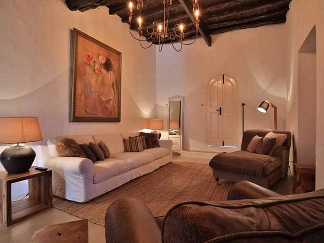 Sala de estar de preciosa villa en alquiler en Santa Getrudis, Ibiza