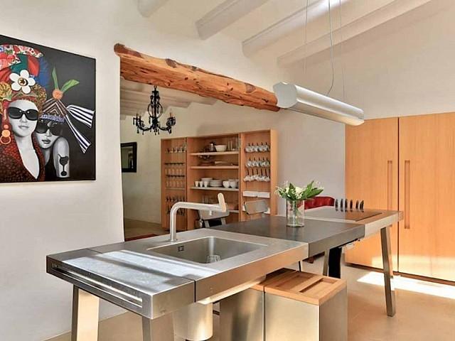 Cocina de preciosa villa en alquiler en Santa Getrudis, Ibiza