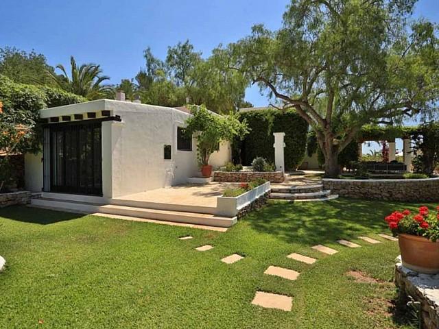 Jardín de preciosa villa en alquiler en Santa Getrudis, Ibiza