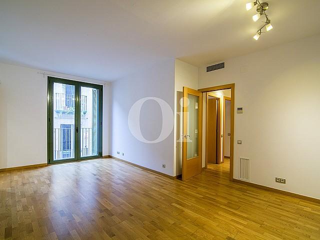 Гостиная квартиры на продажу в районе Raval, Barcelona