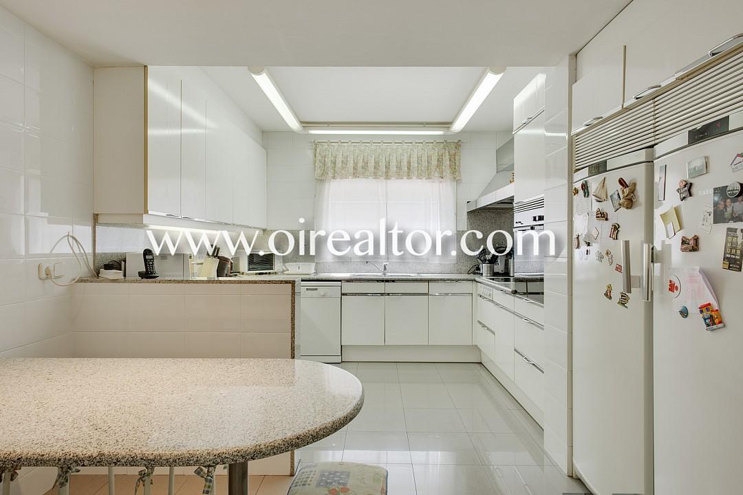 Продается квартира в Ле Трес Торрес, Барселона