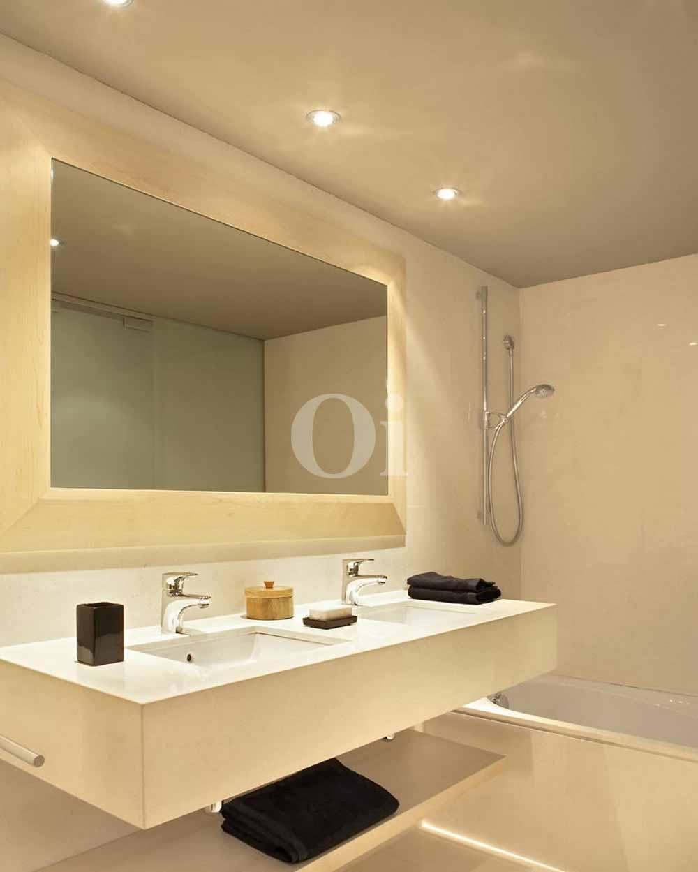 Baño con bañera de maravilloso piso en venta en Sant Gervasi - La Bonanova