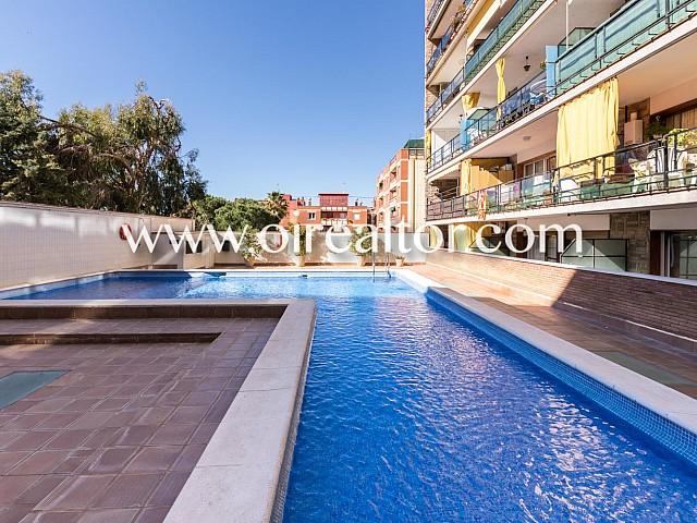 الطابق الأرضي مع حمام سباحة مشترك للبيع في Masnou