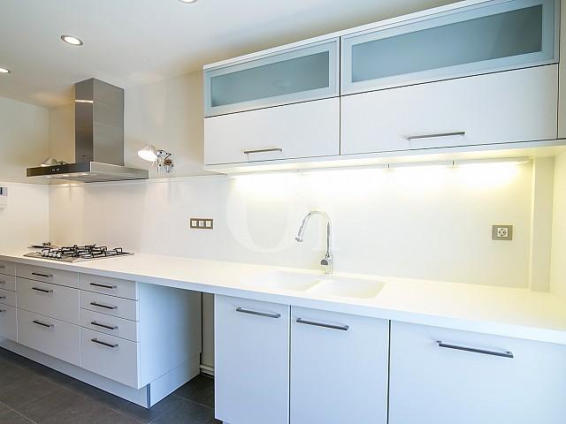 Cocina de precioso apartamento en venta en Torre Vilana, Barcelona