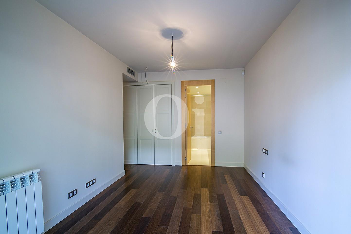 Habitación individual de precioso apartamento en venta en Saria, Barcelona