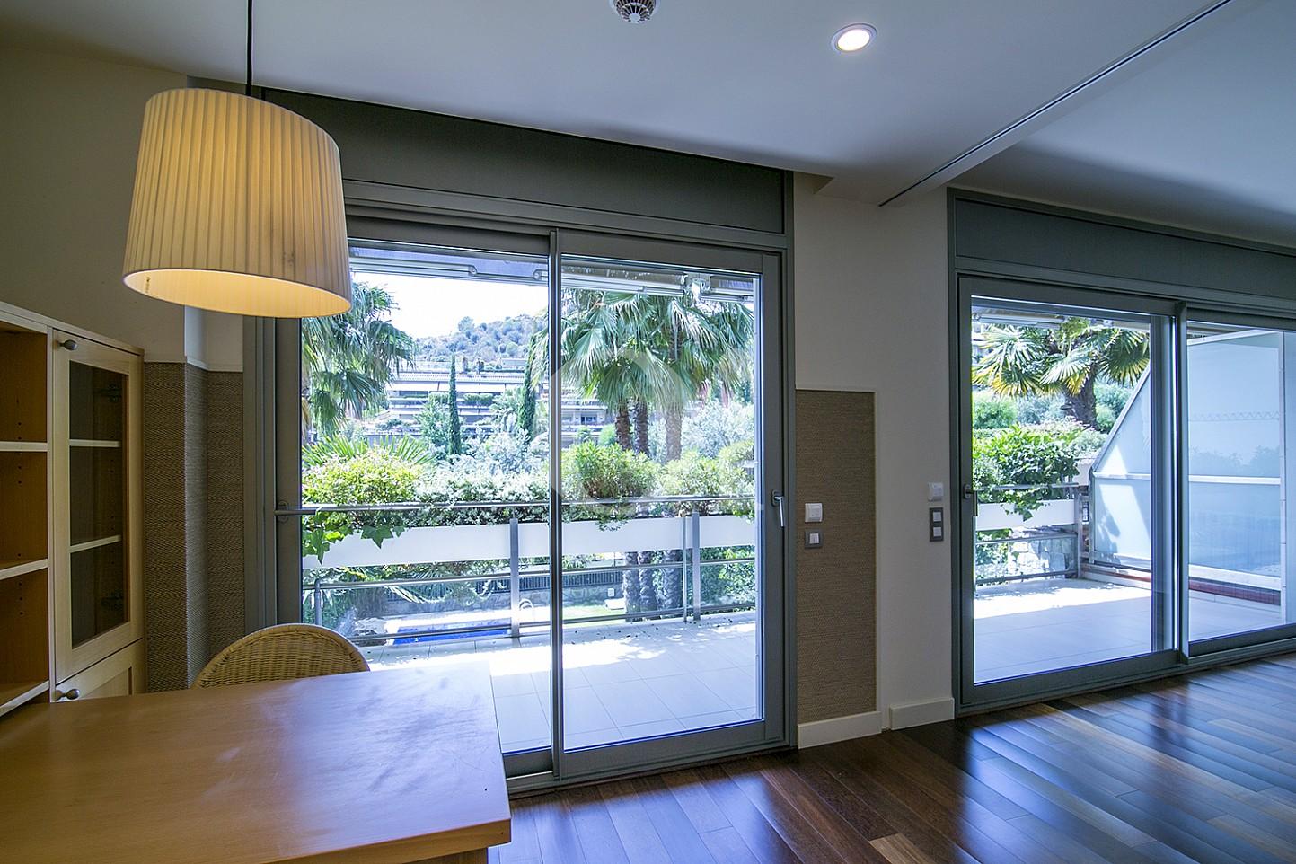 Vistas interiores de precioso apartamento en venta en Saria, Barcelona