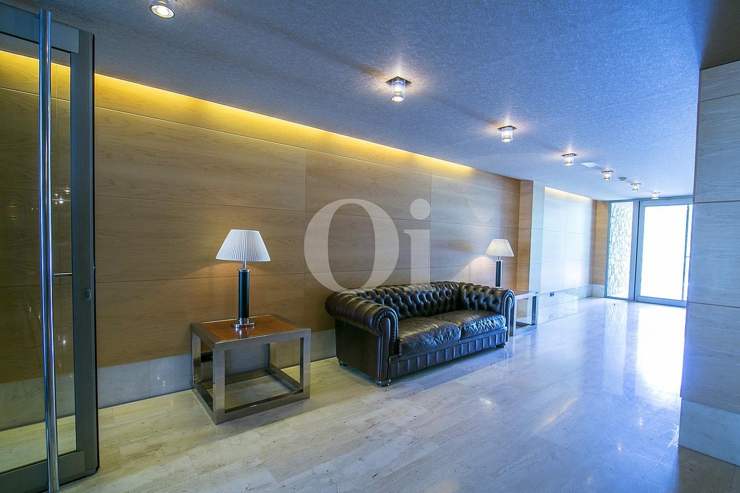 Sala de estar de precioso apartamento en venta en Saria, Barcelona