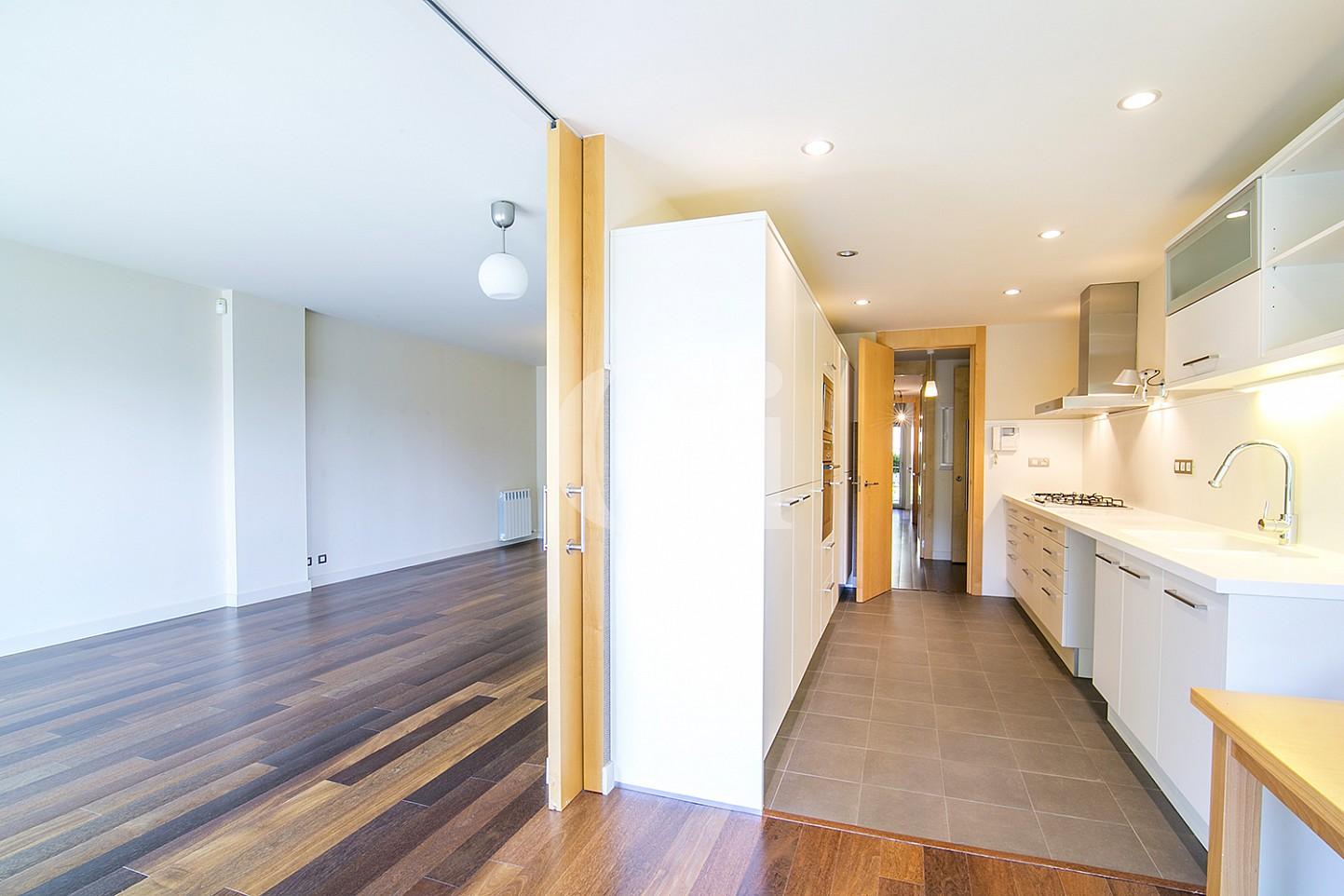 Pasillo de precioso apartamento en venta en Saria, Barcelona