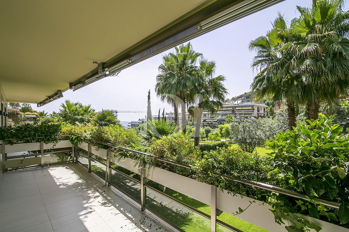 Balcón de precioso apartamento en venta en Saria, Barcelona
