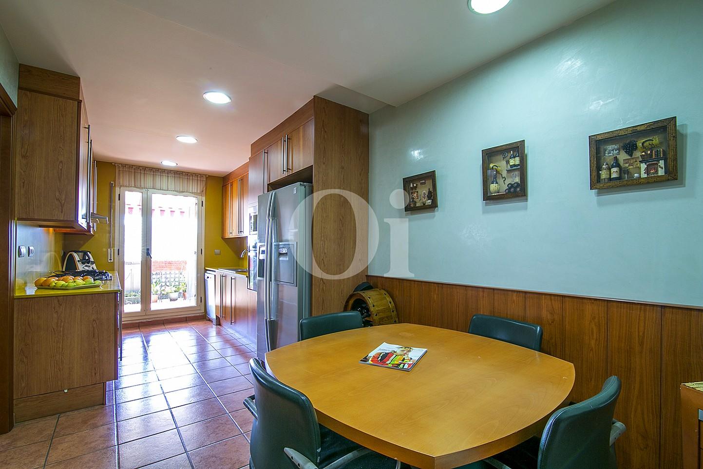 Salón-comedor de maravillosa casa en venta en Mongat, Maresme