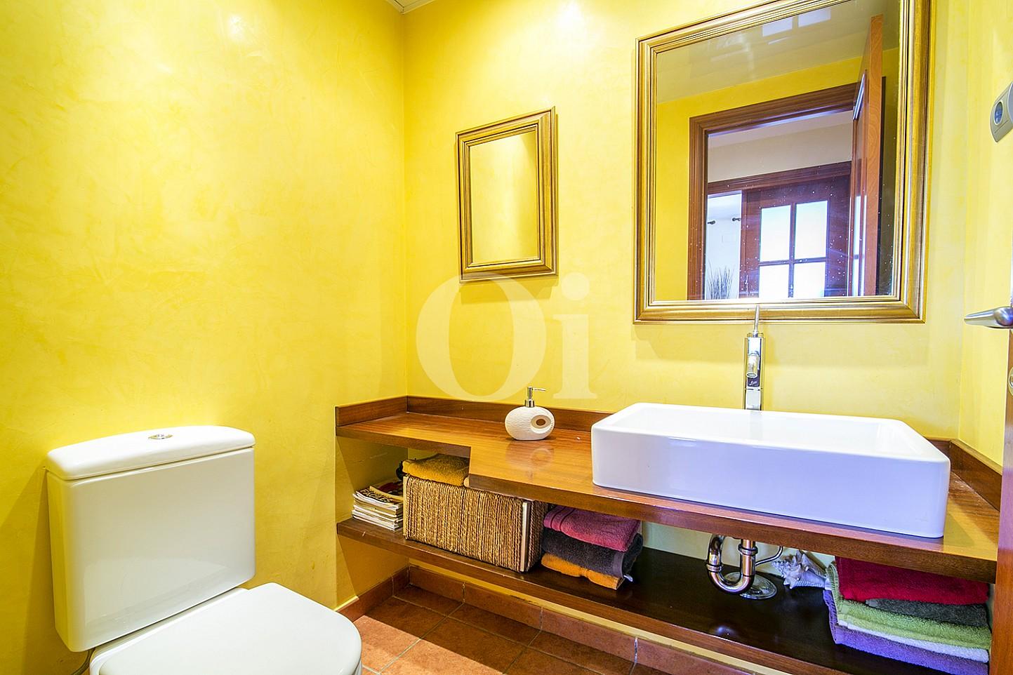 Baño de maravillosa casa en venta en Mongat, Maresme