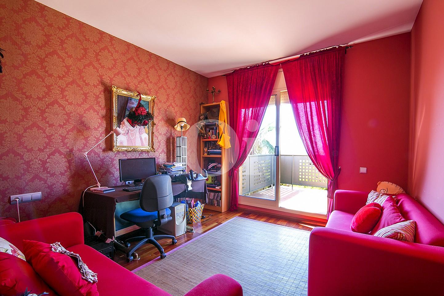 Sala de estar de maravillosa casa en venta en Mongat, Maresme