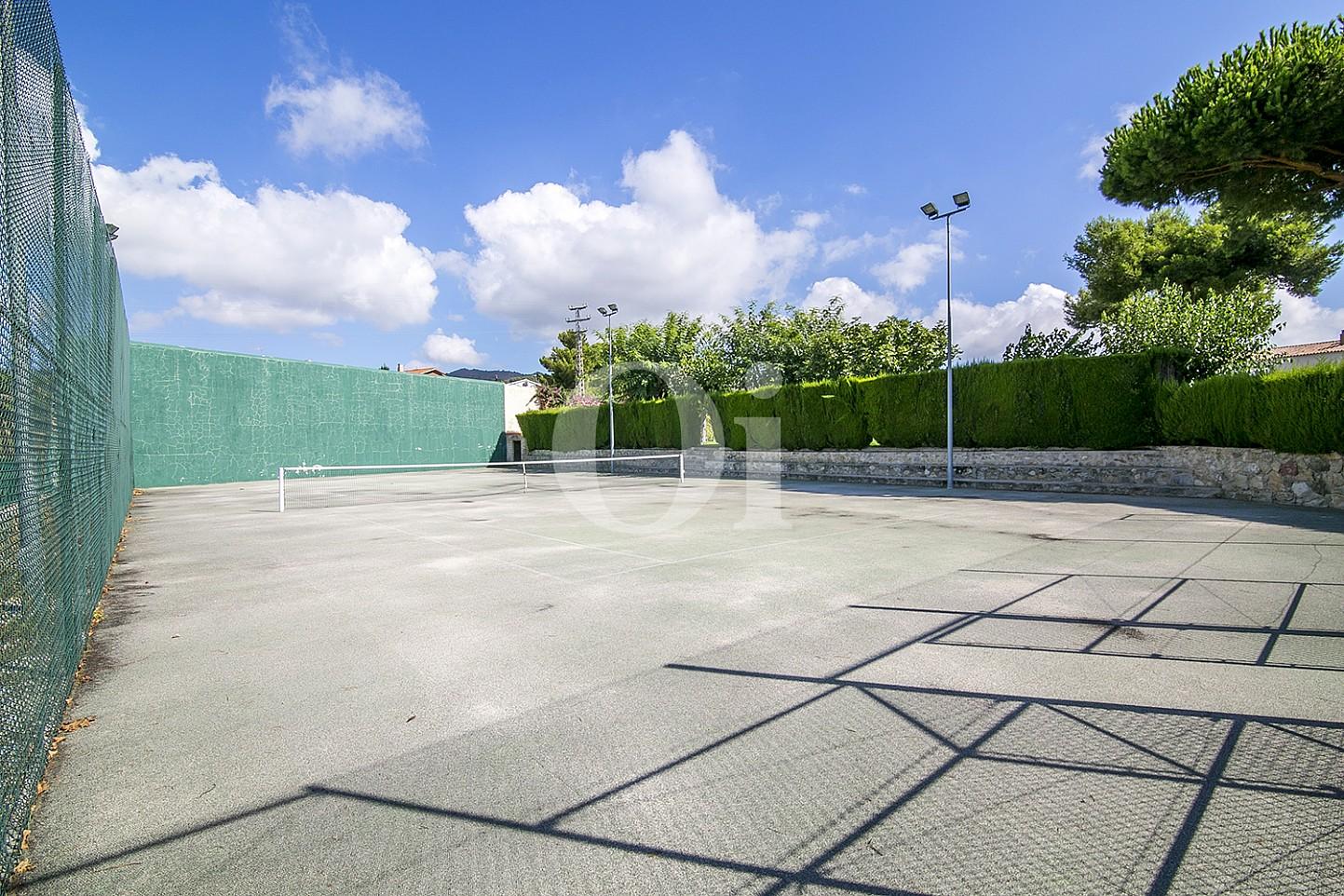 pista de tenis  de maravillosa casa en venta en Mongat, Maresme