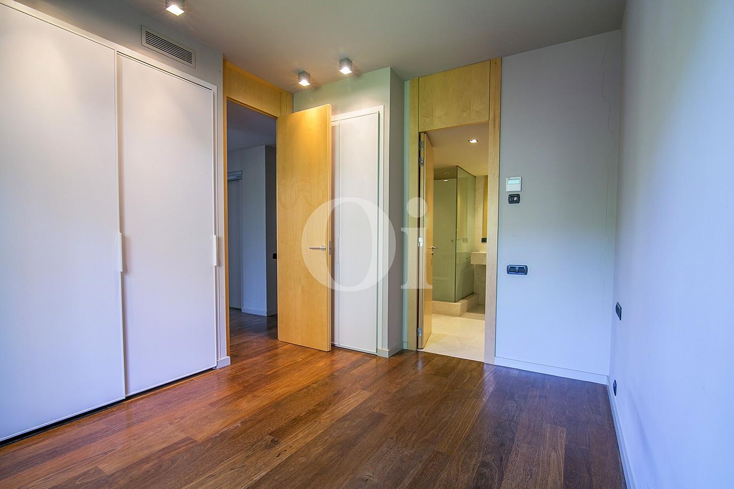 vista de habitacion en suite en casa de lujo en venta en barcelona