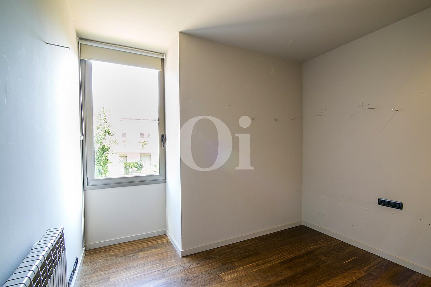 vista de habitacion con mucha luz en casa de lujo en venta en barcelona